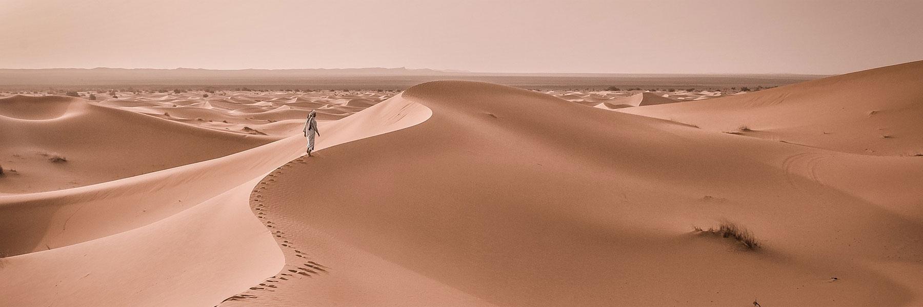 Marcheurs dans le désert Marocain